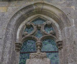 fenêtre gothique en pierre